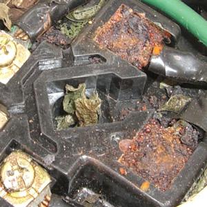 腐食した電極座